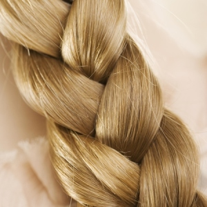 plait-hairstyle-blonde-plait-close-up-1